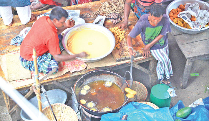 Adulterated foods aplenty in street iftar shops