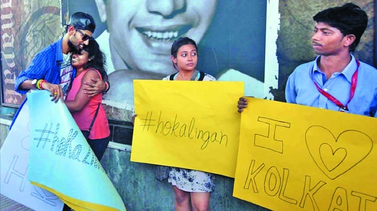 Youths offer 'free hugs' to protest moral policing